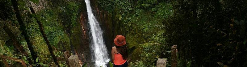 waterfall girls catarata del toro