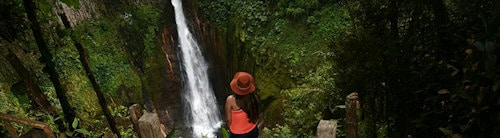 Catarata del toro waterfall girl